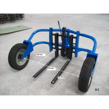 """<p>Le<a href=""""https://palvac.com/transpalette-manuel-acier-et-inox/778-mini-transpalette-manuel-tout-terrain-m500-500-kg.html"""">transpalette manuel tout terrain</a> H2 permet une manutention rapide et plus aisée des palettes sur les terrains irréguliers type chantier.</p> <ul><li>Hauteur de levage mini/maxi de 40/200 mm</li> <li>Capacité : 1500Kg</li> </ul>"""