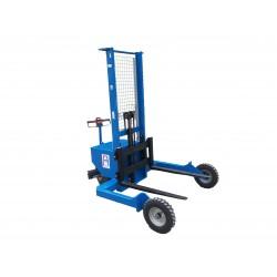 <p>Ce gerbeur tout terrain vous permet de transporter, charger et décharger des palettes avec un sol irrégulier.<br /><strong>Capacité 1200 Kg</strong></p>