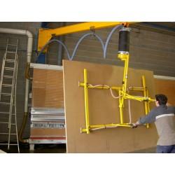 <p>Manutention de panneaux bois, toutes dimensions.<br />Avec un points standard constaté de maxi 200 Kg<br />Permettent un basculement verticale- horzontale du panneau</p>